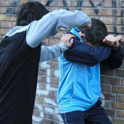 Ricatti, minacce, botte: bullismo alle Superiori. Studente di 15 anni sospeso dalle lezioni