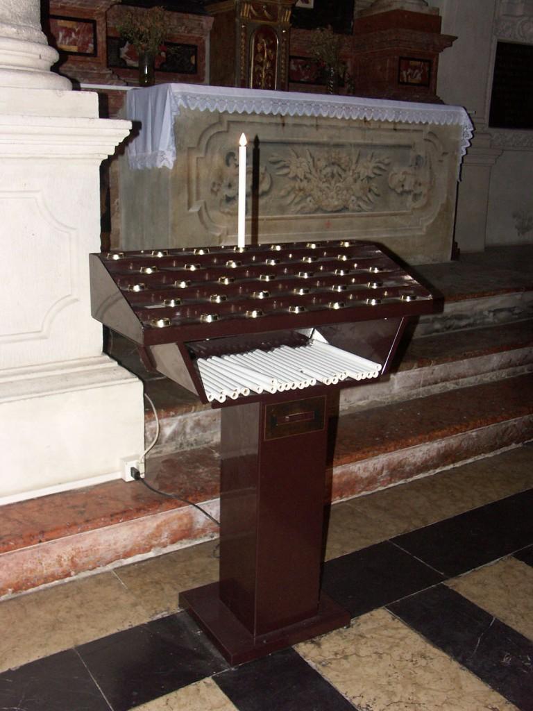 furto offerta in chiesa