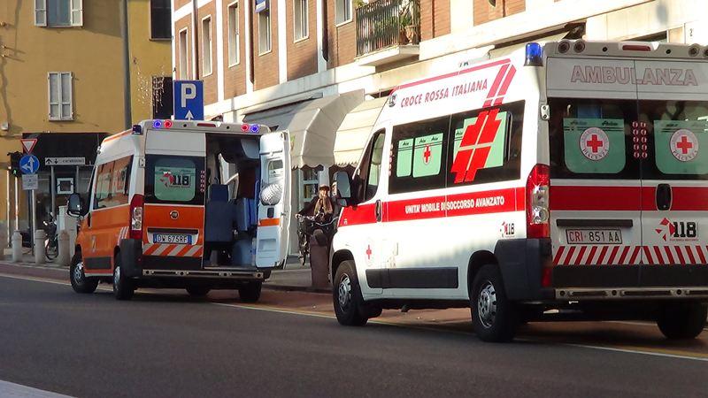 Le ambulanze intervenute sullo Stradone Farnese per la donna caduta dalle scale