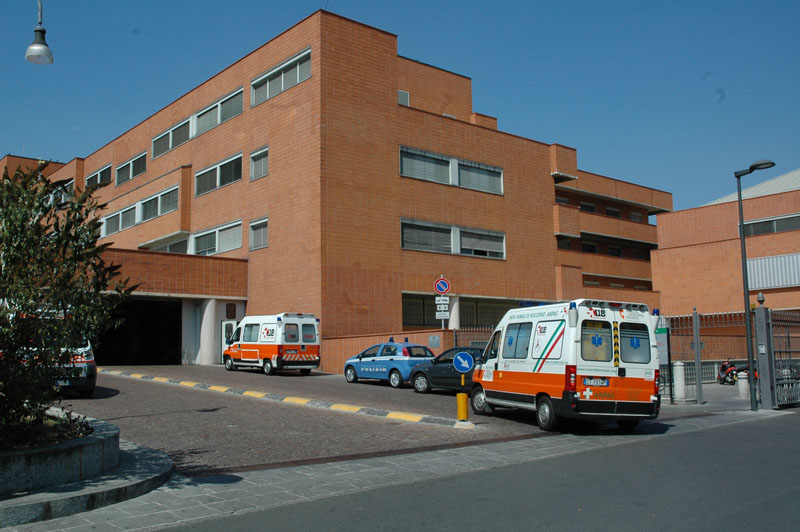 Ruba collirio per 300 euro in ospedale ma viene bloccato e arrestato