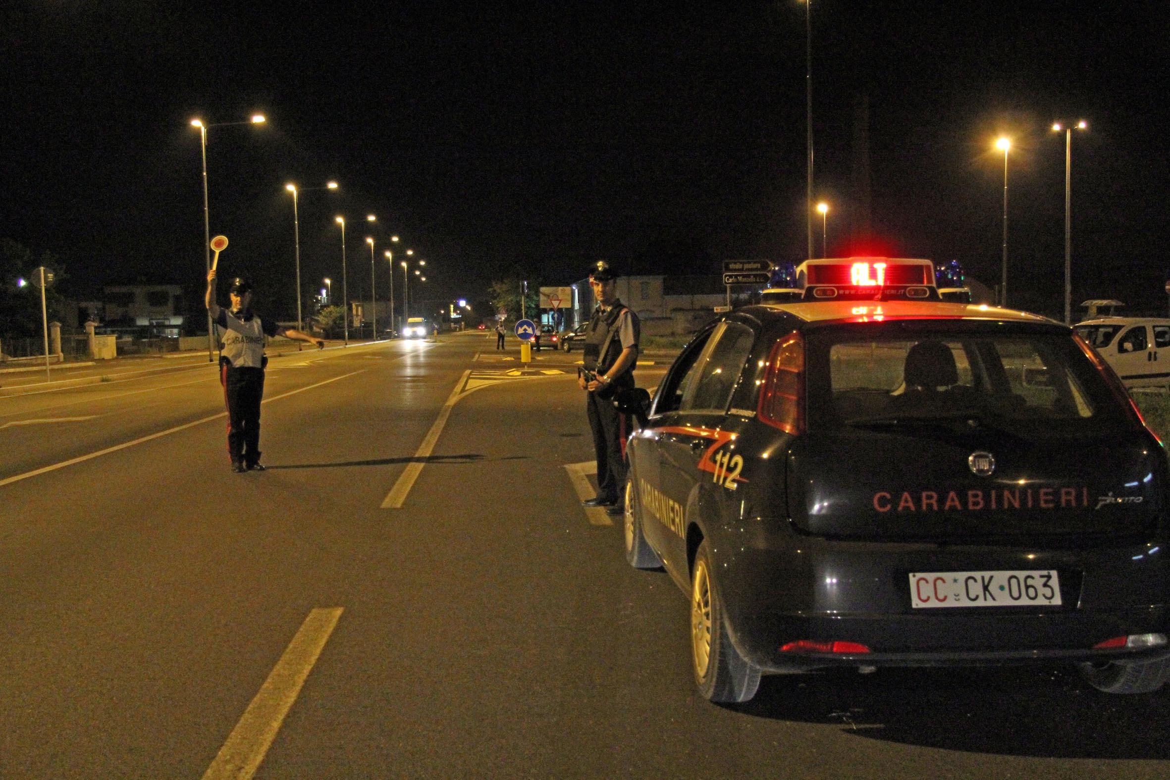 posto di blocco carabinieri, controlli