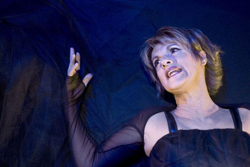 Lella Costa questa sera a Veleia per lo spettacolo conclusivo del festival