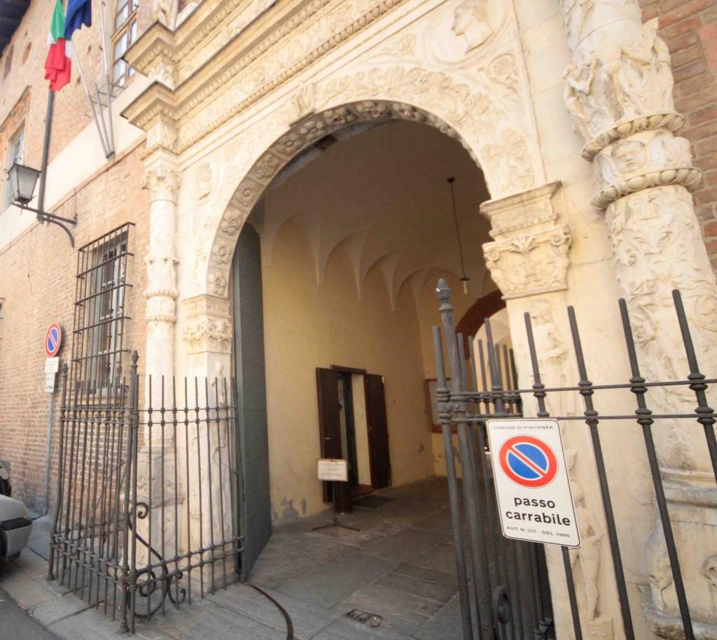 L'ingresso del tribunale di Piacenza