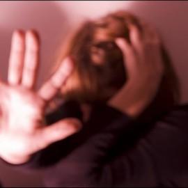 """Dopo un incidente """"trascura"""" il marito: massacrata di botte"""