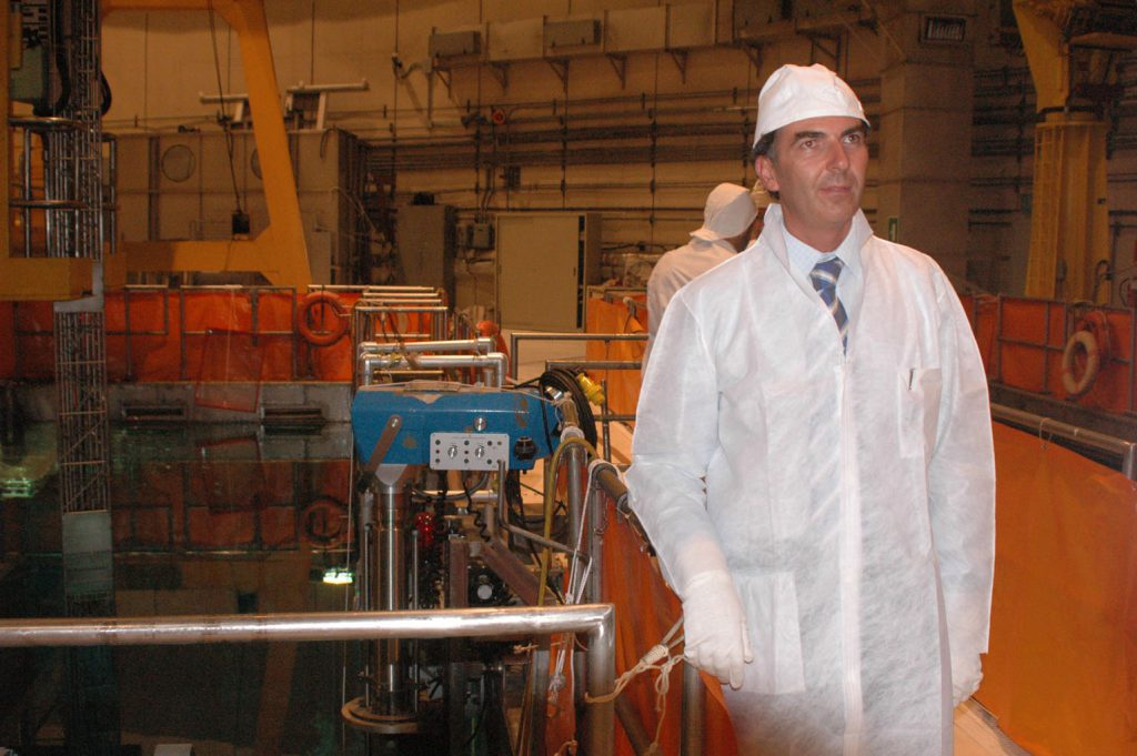 Il sindaco di Caorso Fabio Callori durante una visita alla centrale nucleare