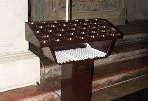 Ladri senza scrupoli: razzia in chiesa, spariscono 15mila euro