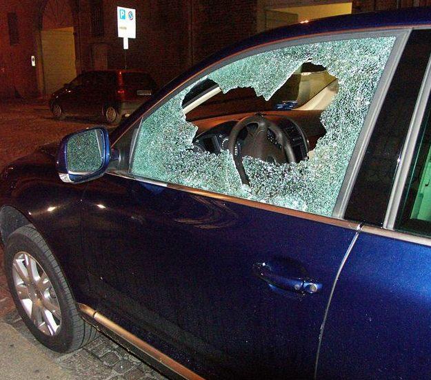 furto auto interno 03