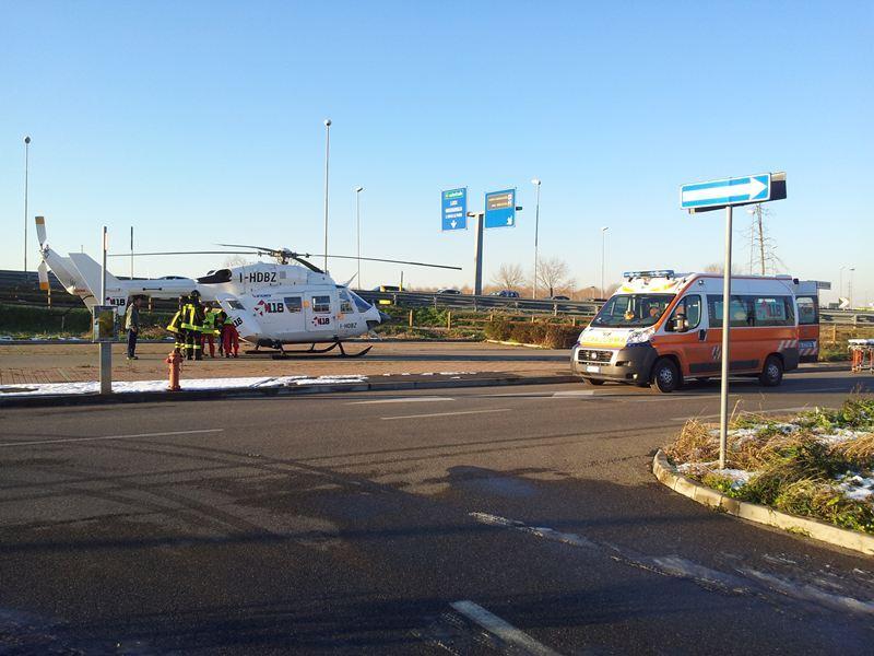 Incastrato nell auto grave incidente a san rocco lunghe for Auchan san rocco al porto