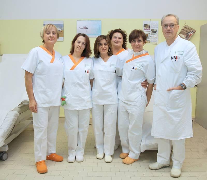 Dottoressa nella mensa ospedale