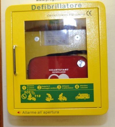 Piacentino interviene per salvare infartato, ma il defibrillatore è scarico
