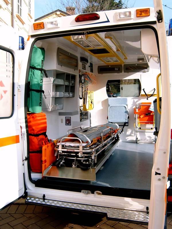 ambulanza interno 05