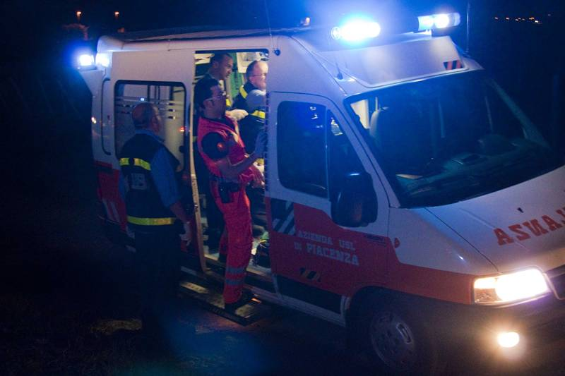 Falciate da un'auto in corsa, due donne al pronto soccorso