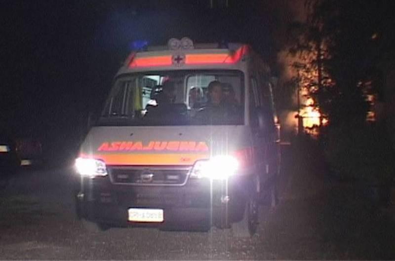 Besenzone, auto esce di strada nella notte, grave un 41enne