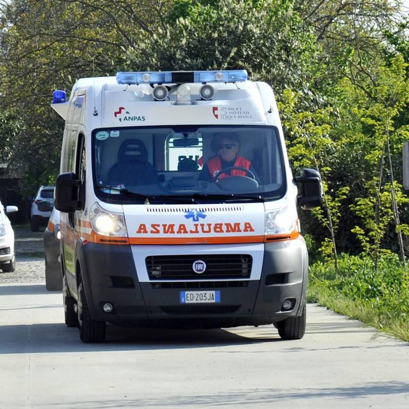 Tamponamento tra più auto sulla via Emilia ad Alseno, un ferito