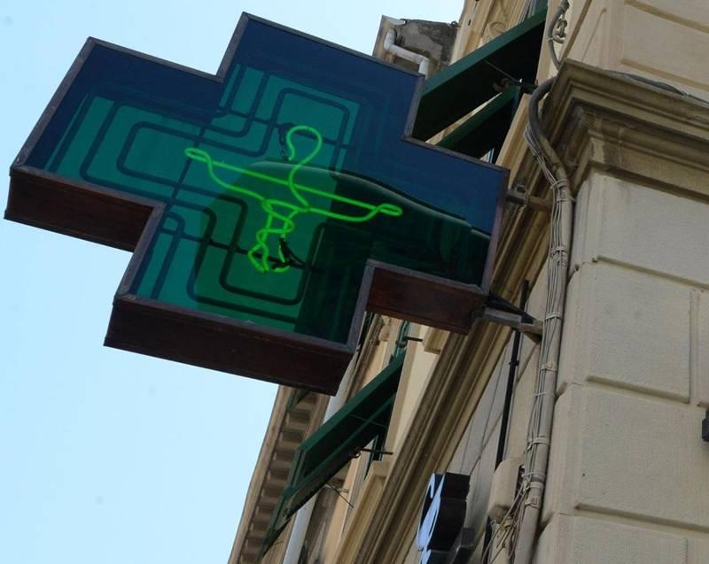 San Nicolò, distraggono la farmacista e arraffano 200 euro in cosmetici
