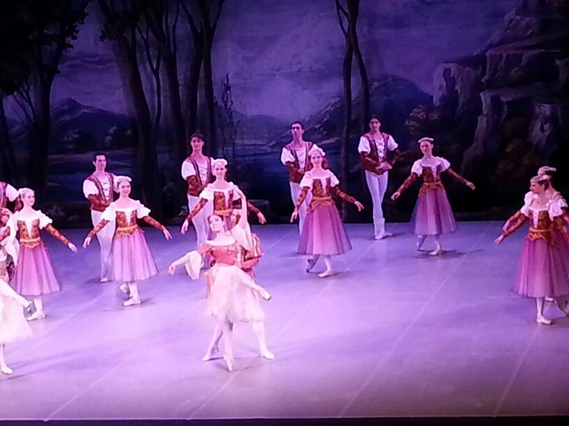 """Stagione di Danza: tutto esaurito per il """"Lago dei cigni"""" al Municipale"""