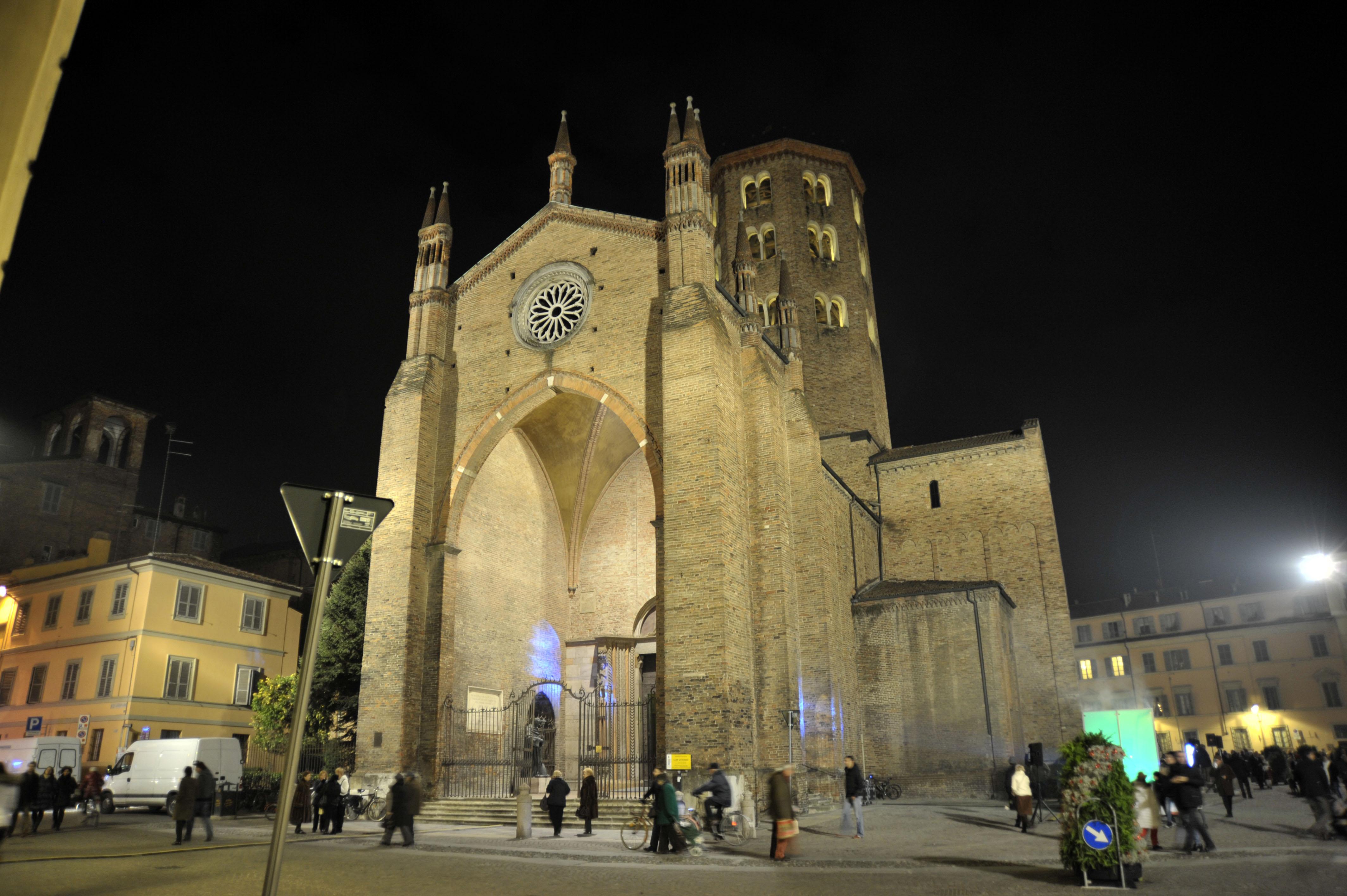 66 . Illuminazione Facciate Chiese: Chiesa del convento, ?u cummènd ...