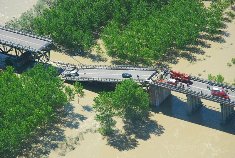 Crollo ponte sul Po