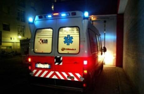 Auto sbanda ed esce di strada a mezzanotte a Castell'Arquato, tre feriti