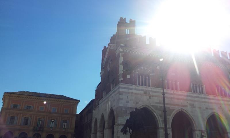 Sole in Piazza Cavalli
