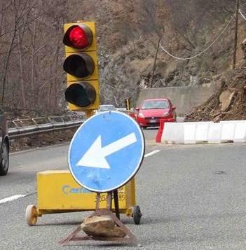 Senso unico alternato con semafoto