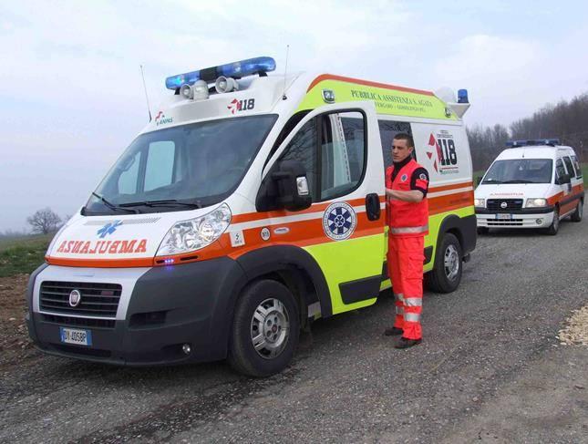 ambulanza in campagna di giorno (1)