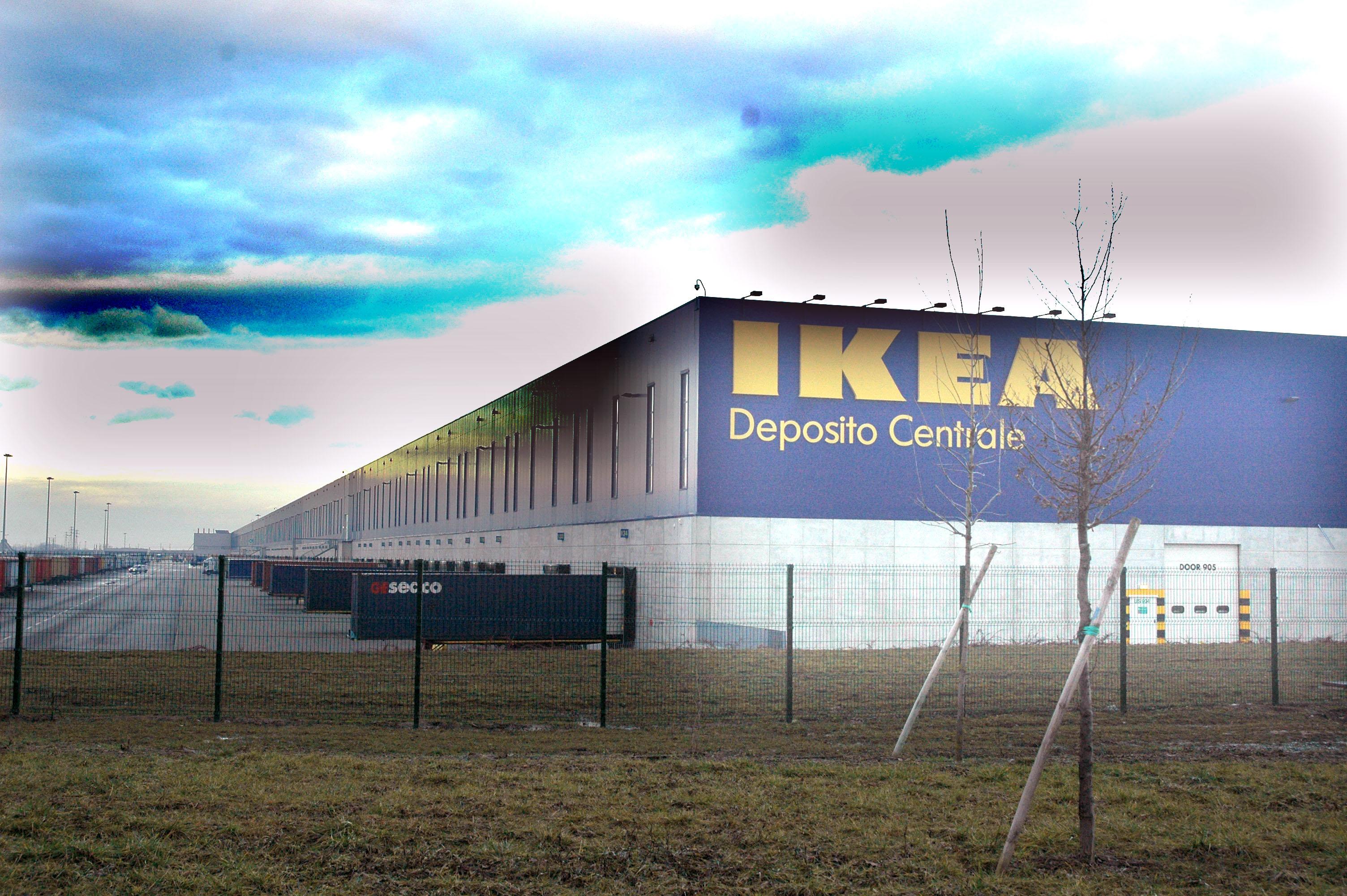 Allarme rosso nel mondo del lavoro piacentino, Ikea emigra e trasferisce due reparti a Carugate