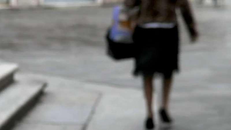Novantenne mette in fuga una truffatrice che voleva sfilarle orecchini e collana