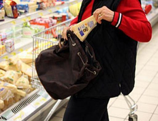 Furto al supermercato. taccheggio