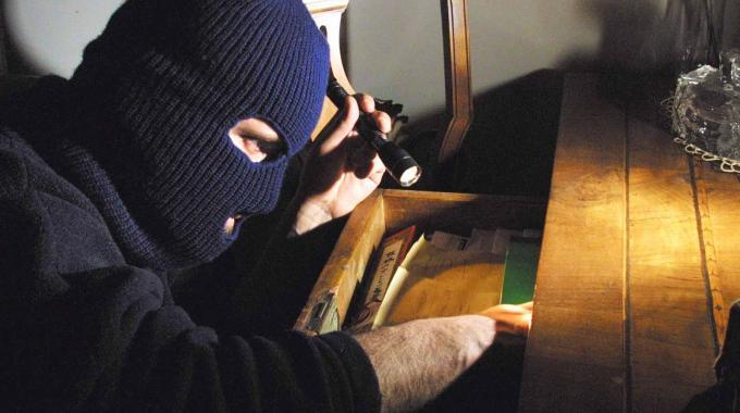 Ladro in appartamento (2)