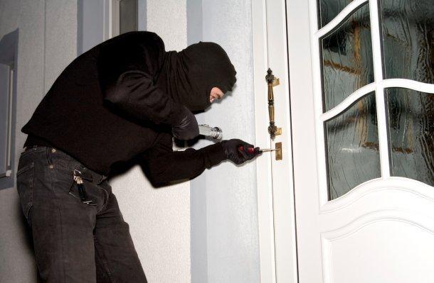 Ladro in appartamento (3)