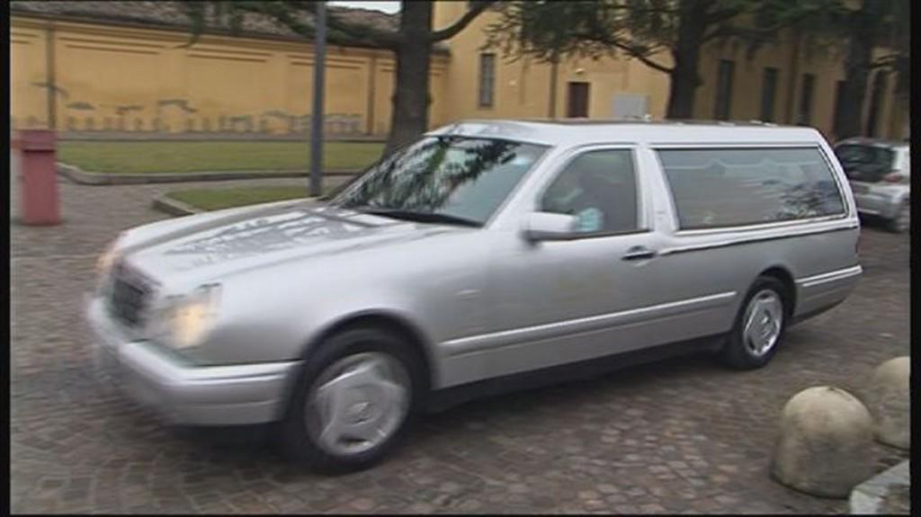carro funebre (archivio)