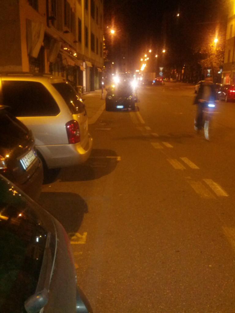 Auto parcheggiate sulle ciclabili (2)