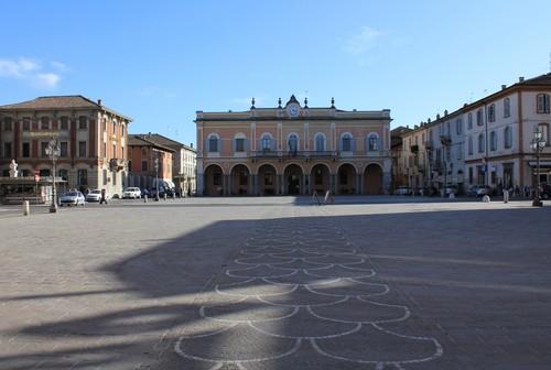 Castelsangiovanni piazza principale