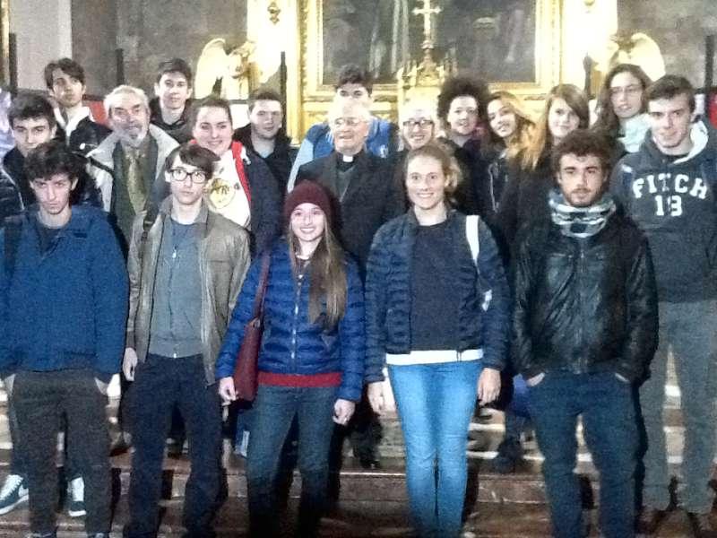Il vescovo Ambrosio incontra gli studenti (5)