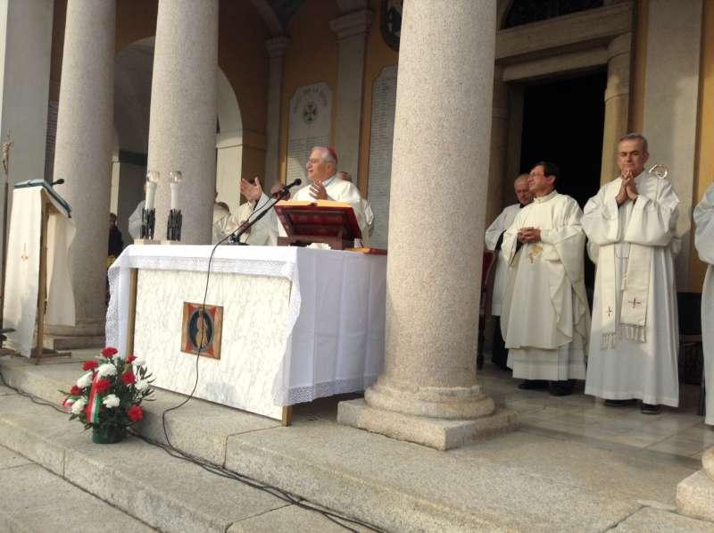 Messa defunti al cimitero con il vescovo (2)-800