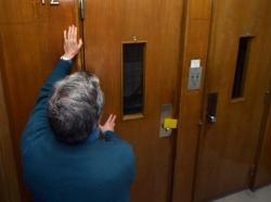 anziani in ascensore 2