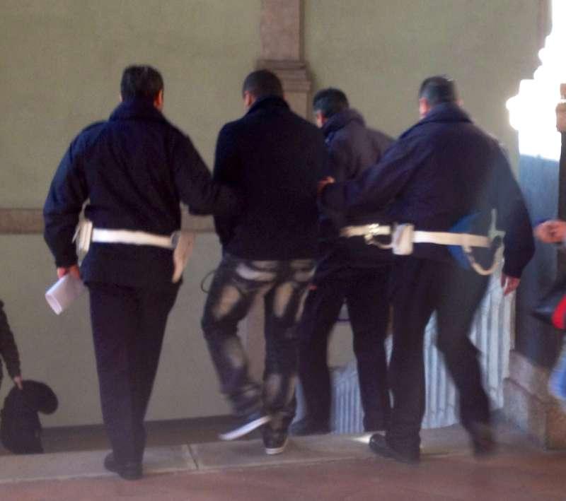 Uno degli imputati stranieri riportato in carcere alle Novate