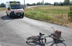 Anziana in bicicletta investita sulla ciclabile