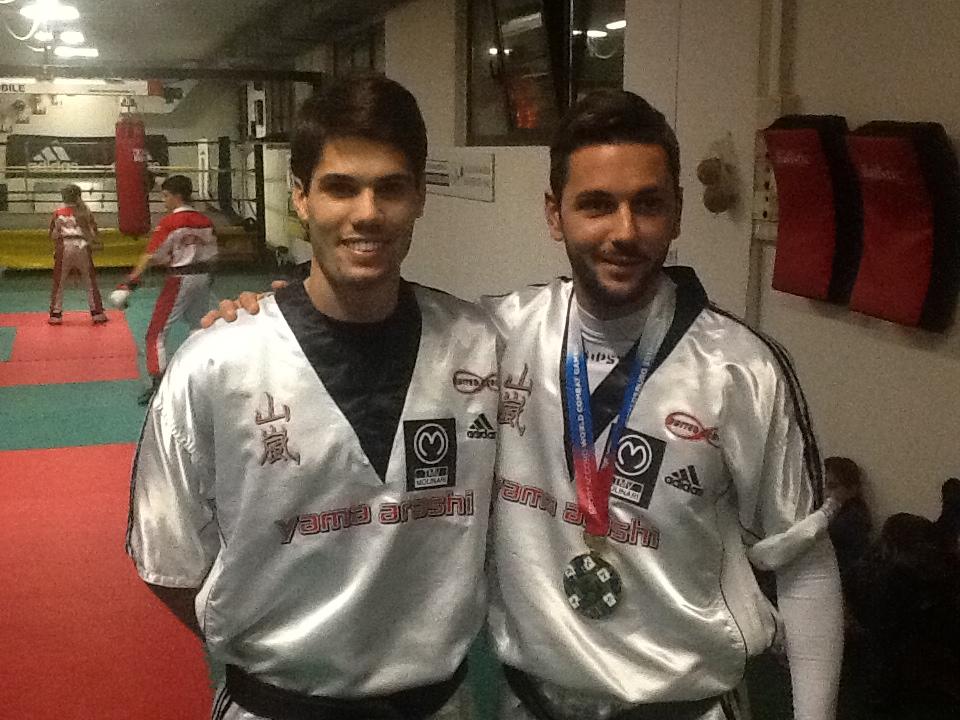 A sinistra, Davide Sfulcini con Adriano Passaro: convocati per i Mondiali in Turchia di kickboxing