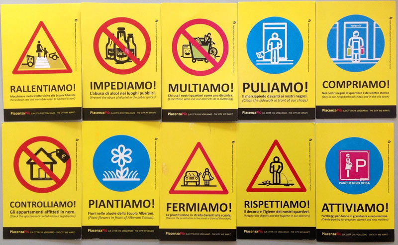 Cartoline protesta via Roma