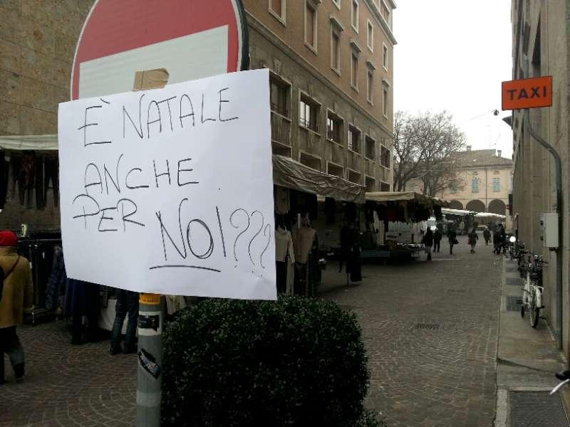Via Sopramuro, ambulanti chiusi per protesta (3)-800