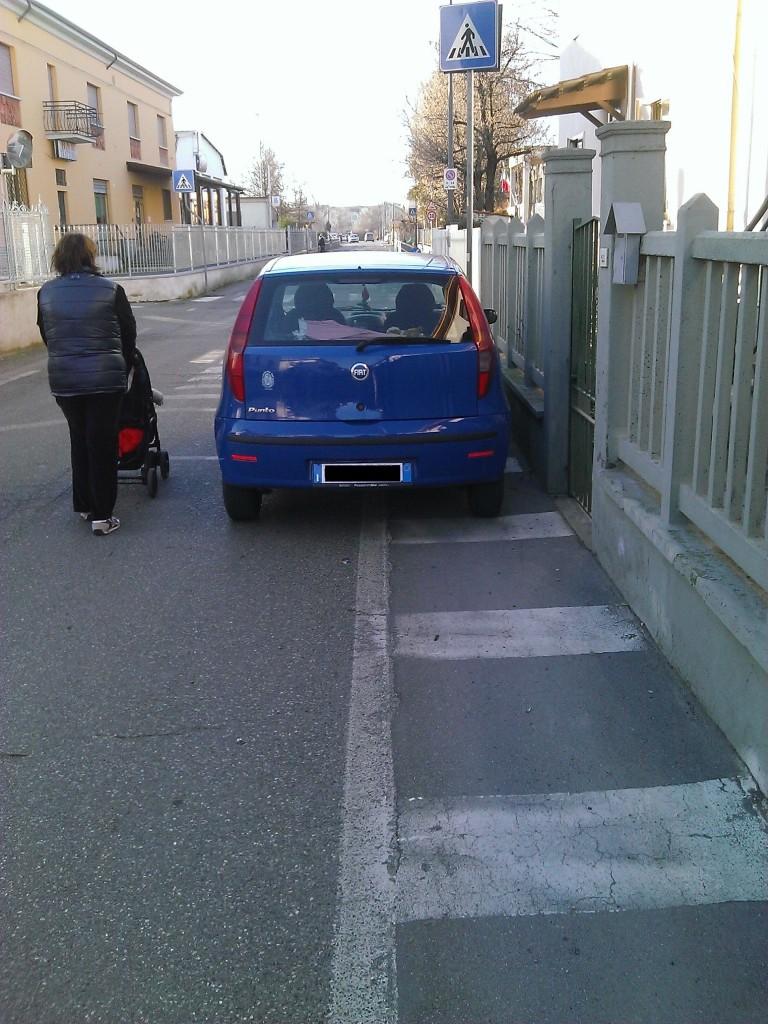 Auto parcheggiate a Borgotrebbia