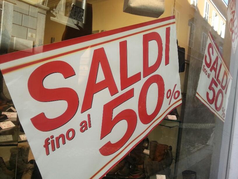 a1b8ced43140 ... i saldi estivi. Un momento molto atteso anche dai piacentini che  potranno fare shopping a prezzi vantaggiosi. Gli sconti andranno fino al  50% su tutto: ...