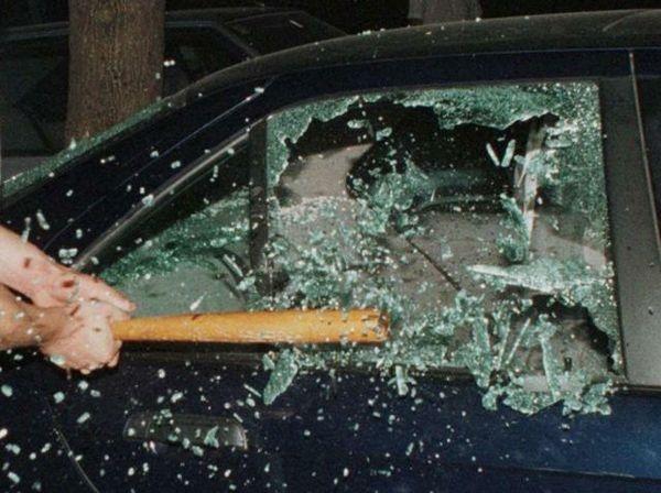 finestrino auto spaccato