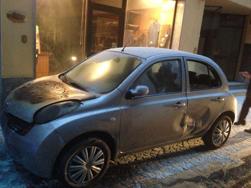 Auto in fiamme a Borgonovo (2)