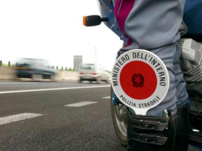 Polizia controlli stradali-800