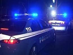 Ventiduenne colpisce un poliziotto con un pugno allo stomaco, denunciata