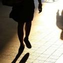 Perseguita la ex e le taglia le gomme dell'auto: arrestato un 24enne