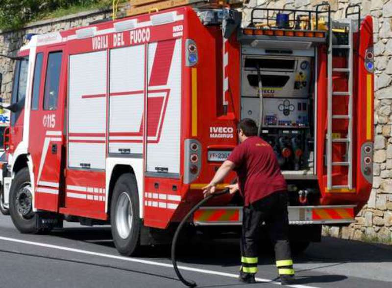 Incendio in A21: camion in fiamme a Castel San Giovanni